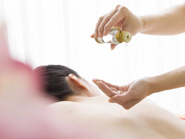 Massage mit Körperöl