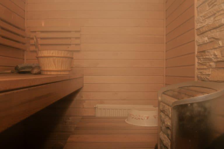 Sauna mit Dampf gefüllt