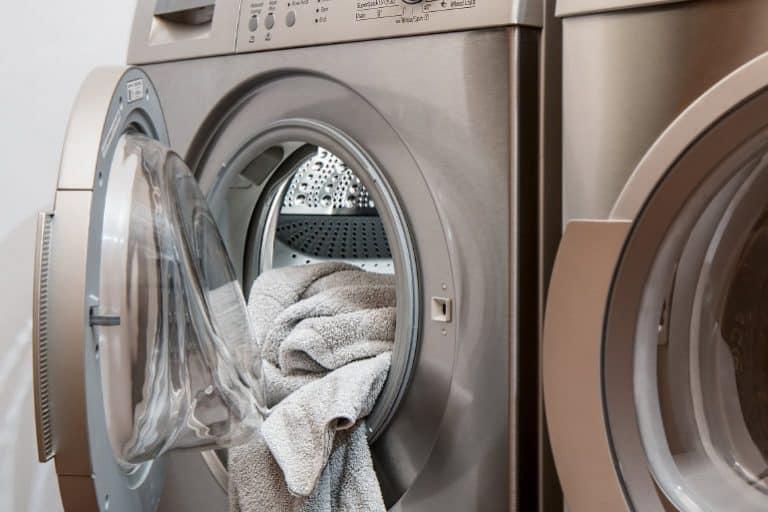 Waschmaschine mit Handtuch