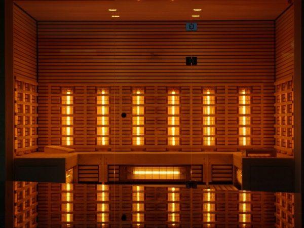 Eine Infrarotkabine gibt ihre langwellige Strahlung als Wärme ab. (Bildquelle: Pixabay.com/solskin)